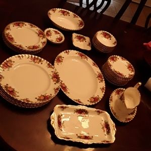 1970s Royal Albert Old Country roses 39 pieces